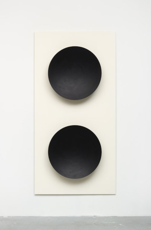 Lisa Williamson<br> <i>Stereo (LES3),</i> 2016<br> Vinyl and acrylic paint on powder-coated aluminum<br> 80 x 40 x 5 inches / 203.2 x 101.6 x 12.7 cm